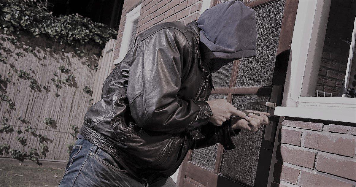 8 camb2.jpg?resize=1200,630 - Insolite: en plein cambriolage, des voleurs téléphonent à la police par erreur