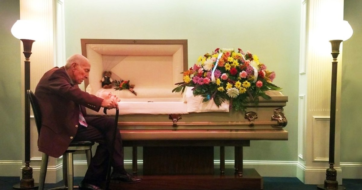 """agagghh.jpg?resize=412,232 - Elderly Man Whispers, """"I Know You Can't Hear Me, But I Love You"""" To Wife In Coffin"""