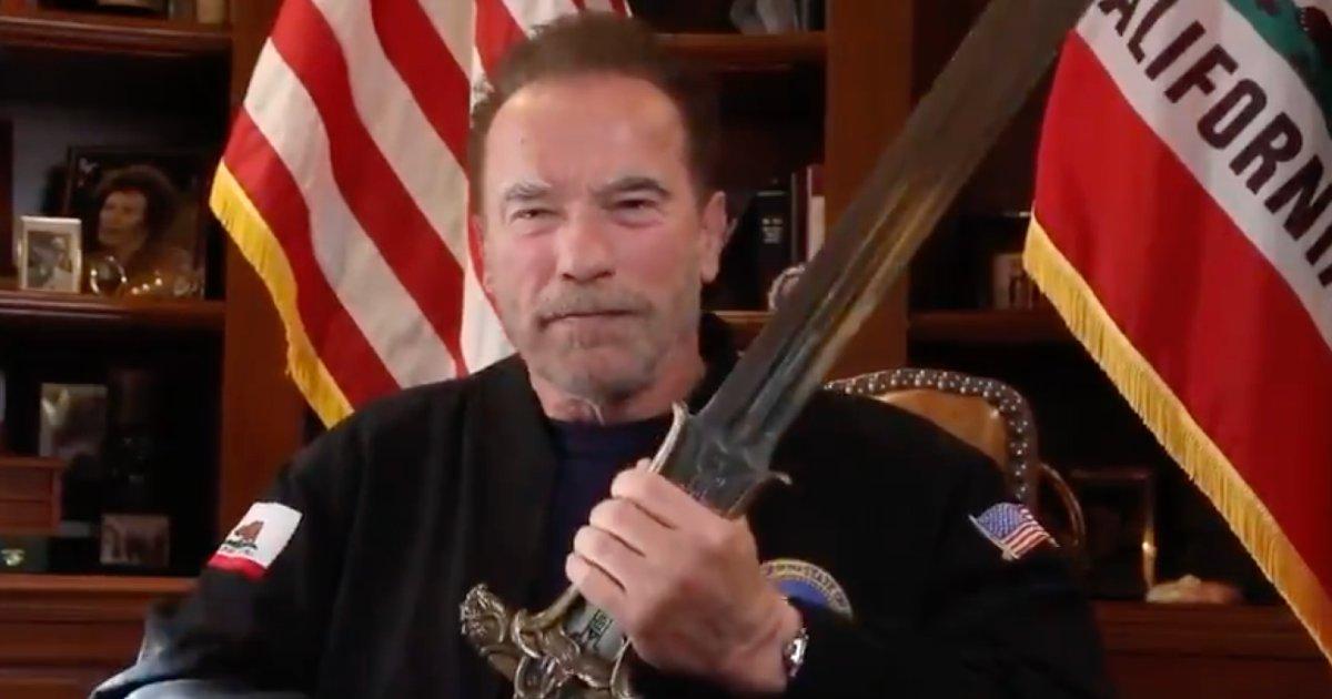 arnold schwarzenegger conan sword capitol e1610408381959.png?resize=1200,630 - Arnold Schwarzenegger défend la démocratie américaine à l'aide de l'épée de Conan