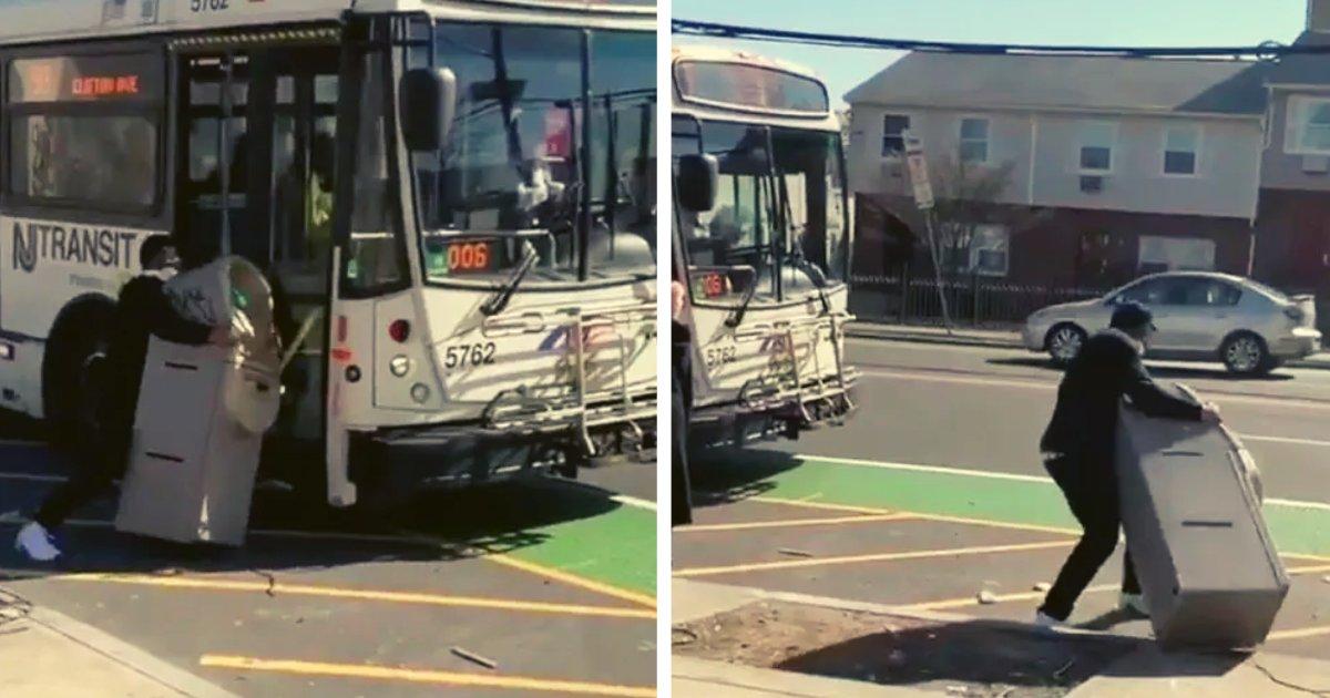 articulosportadas 1 9.png?resize=1200,630 - Se Roba Un Cajero Automático Y Trata De Escapar Con El En Autobús Sobornando Al Chófer