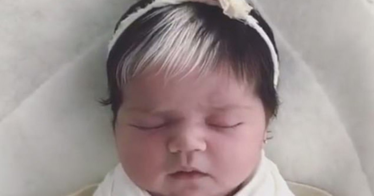 e18486e185aee1848ce185a6 2020 10 12t014402 116 8.jpg?resize=412,232 - Toddler With White Streak In Her Brown Hair Loves To Dress Up As Disney Villain Cruella De Vil