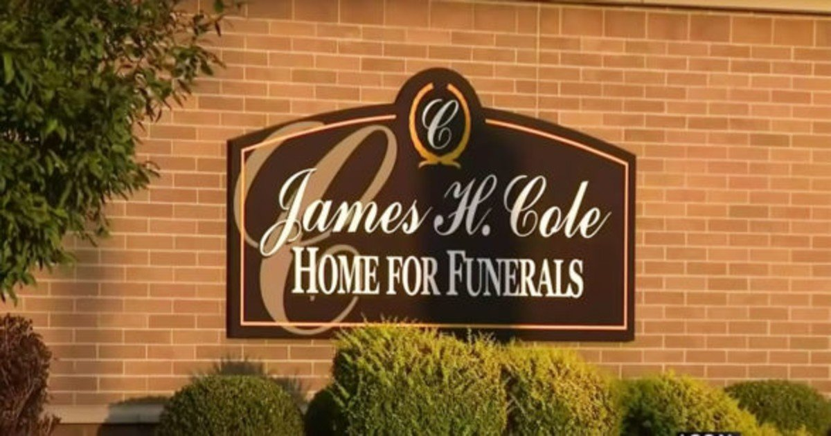 fgsdgsg 1 13.jpg?resize=412,275 - Woman Found Alive At Funeral Home After Being Declared Dead
