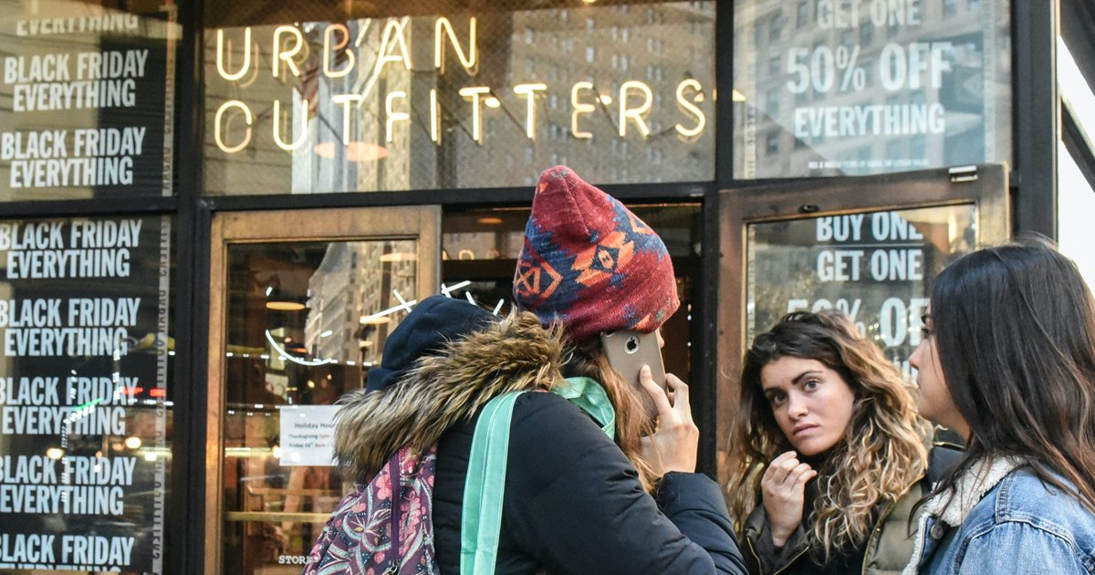 gsgg.jpg?resize=1200,630 - Owner Of Urban Outfitters In Trouble As Shoppers Aren't Happy Campers