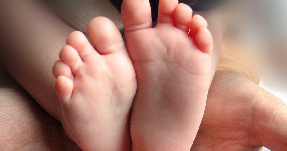 pieds de bebe e1610120556181.jpg?resize=412,232 - Leurs trois enfants sont tous nés un 6 janvier