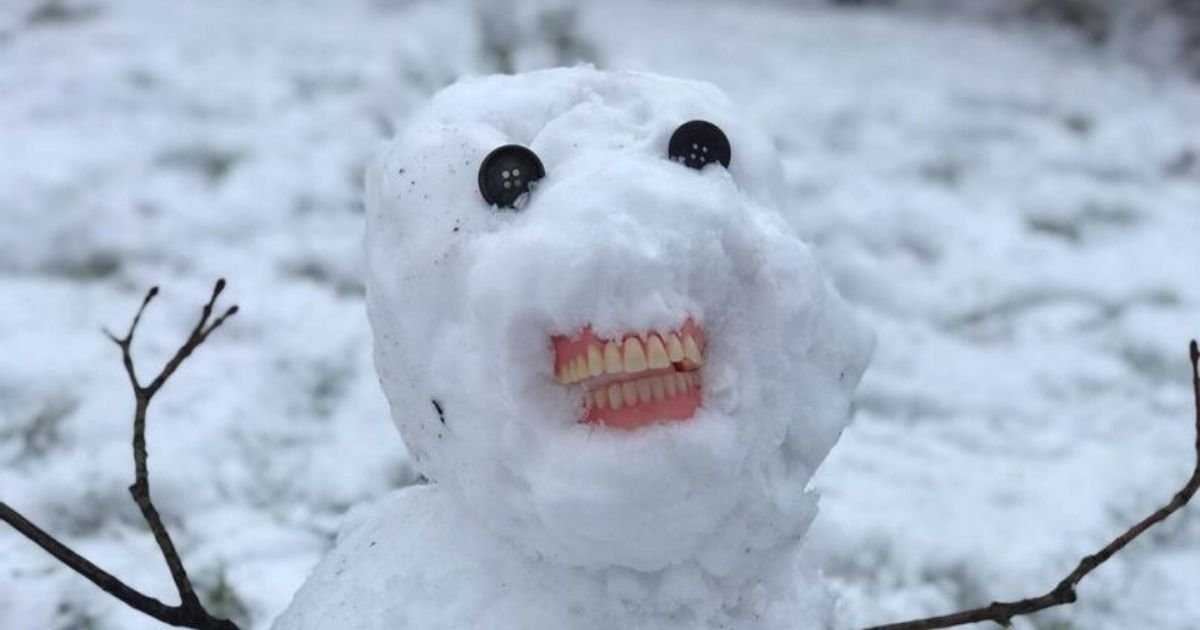 snowman5.jpg?resize=412,232 - Mother Left Howling With Laughter After Her Kids Built A Creepy Snowman With Human Teeth