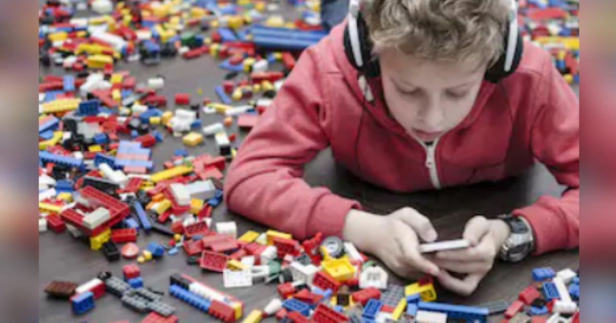 titulo 3 7.png?resize=412,232 - A Niño De 10 Años Le Crece Moho En La Oreja Debido Al Uso Excesivo De Audífonos