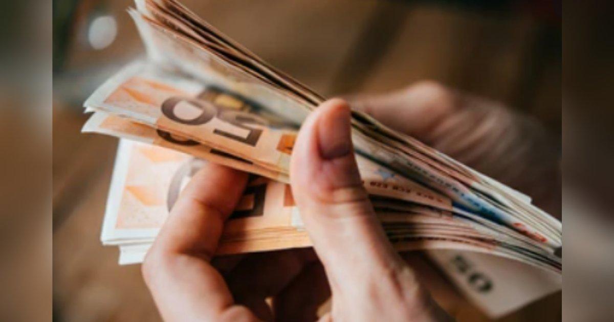 titulo 37.png?resize=1200,630 - Camarera Devolvió Sobre Con Euros Y Terminó Recibiendo Una Recompensa Millonaria