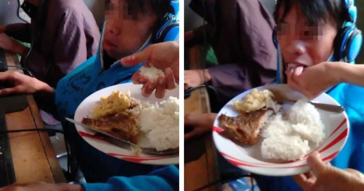 titulo 7 4.png?resize=412,232 - Madre Alimenta Con La Mano A Su Hijo De 13 Años Porque Se Niega A Dejar De Jugar Videojuegos (VIDEO)