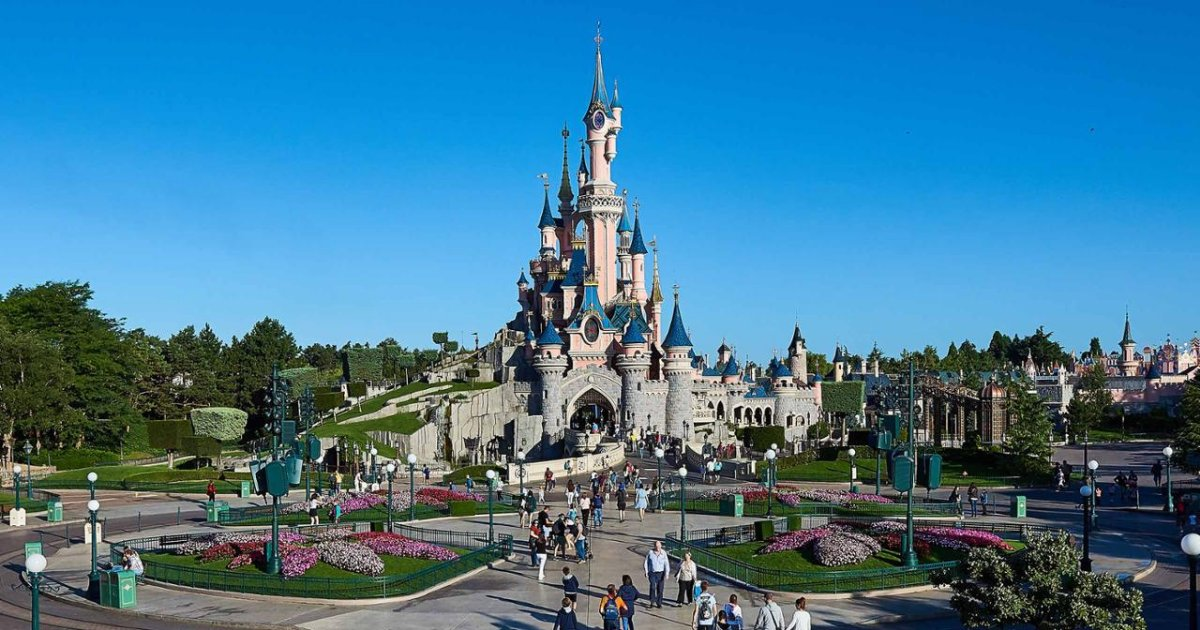 vonjour2.png?resize=412,232 - Disneyland Paris : le parc ne réouvrira finalement que le 2 avril