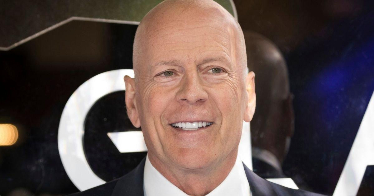 vonjour3 1.jpg?resize=1200,630 - Bruce Willis : sans masque dans une pharmacie, il quitte les lieux