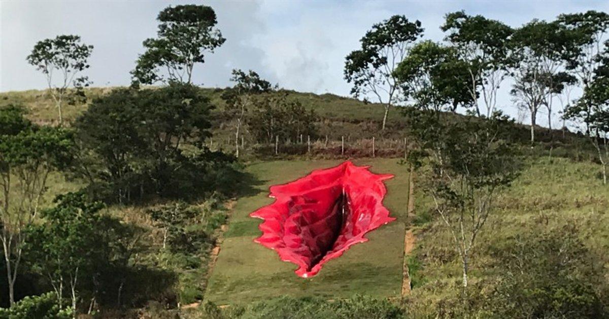 """vulve geante.png?resize=412,232 - Brésil: une sculpture de vulve géante pour dénoncer """"les tabous sexuels imposés aux femmes"""""""
