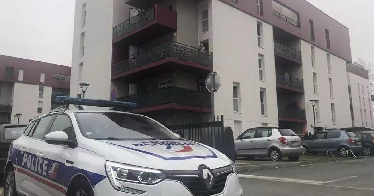 10 couteau.jpg?resize=1200,630 - Angers: un père de famille tue son fils d'un coup de couteau dans le cœur