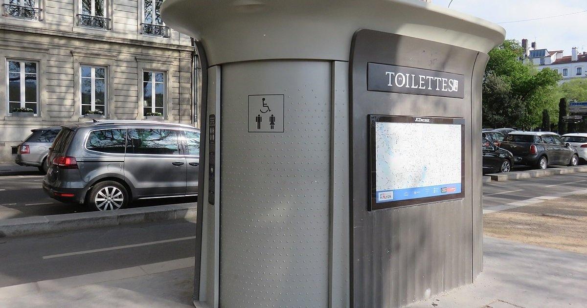 """4 techio.jpg?resize=1200,630 - Toulouse: une femme, bloquée dans les toilettes publiques, s'est fait """"doucher"""" pendant 5 minutes"""