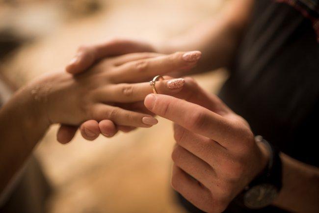 Qué hacer después de recibir el anillo de compromiso   RSVPOnline