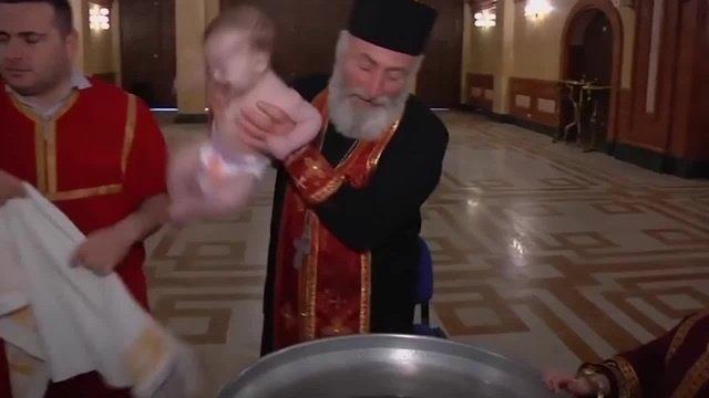 Resultado de imagen de sacerdotes ortodoxos bautizan a los niños
