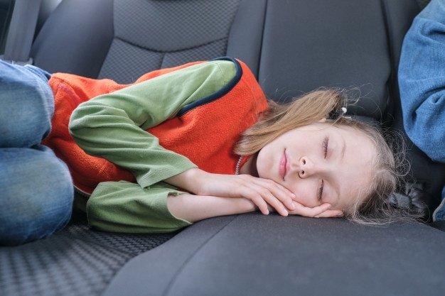 Resultado de imagen de niña en auto