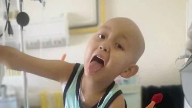 Resultado de imagen de padres rifan casa para tratamiento cancer hijo
