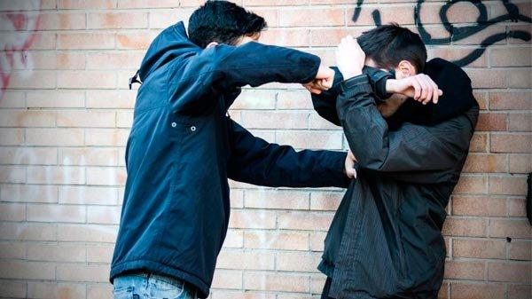 Resultado de imagen de pelea jovenes