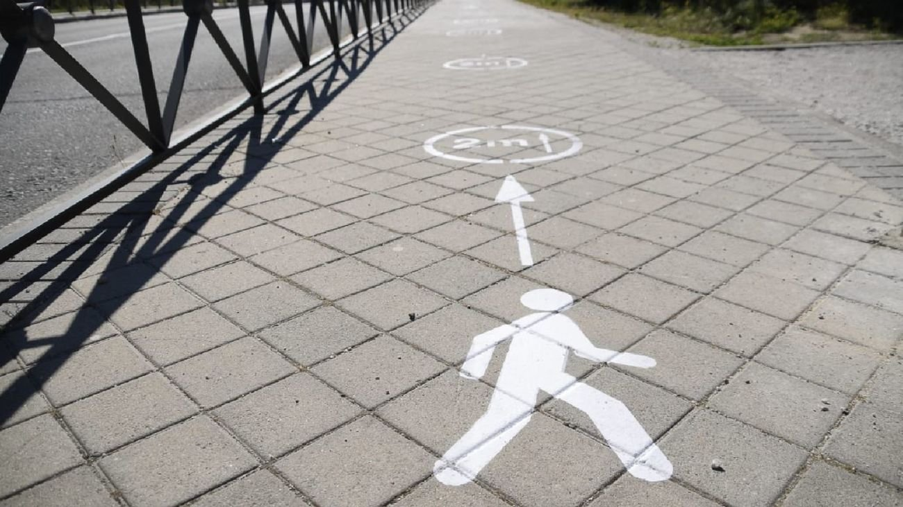 Boadilla limita a un solo sentido por acera para facilitar la distancia de seguridad
