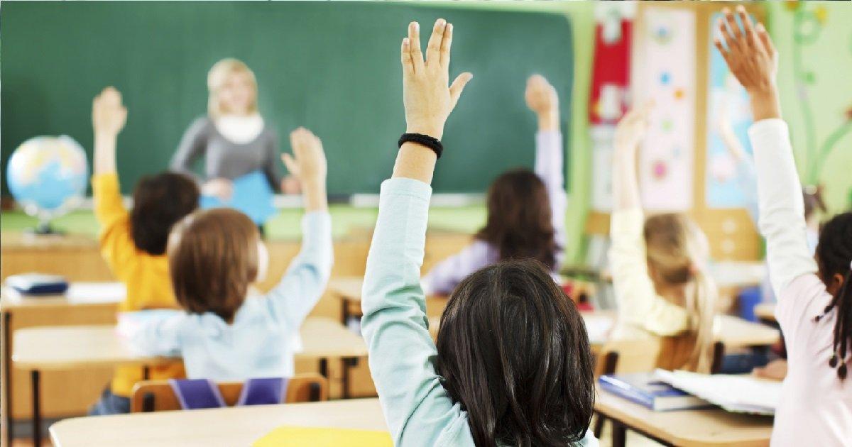 7 ecole.jpg?resize=412,232 - Un père de famille a harcelé un enseignant car sa fille était assise à côté d'un garçon