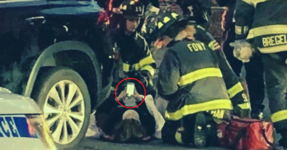 articulosportadas 8.png?resize=1200,630 - Mujer Sufrió Un Accidente De Tránsito Y Nunca Soltó Su Teléfono Móvil