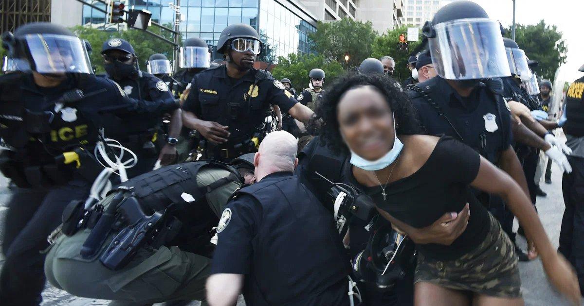 dsfff.jpg?resize=1200,630 - Black Lives Matter Demonstrators Broke Down Rochester's Police Station Barricades