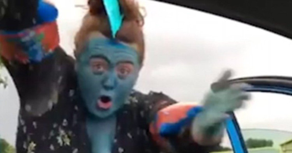 fgsdgsg 1 20.jpg?resize=1200,630 - Mother Painted Herself Blue And Danced Beside Car To Complete 'Baby Shark Challenge'