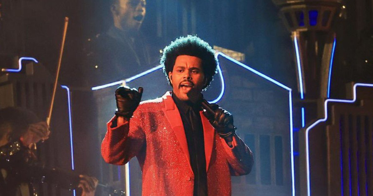 ghjf 8.jpg?resize=1200,630 - The Weeknd Had Bandage Lookalike Dancers During His 2021 Super Bowl Performance