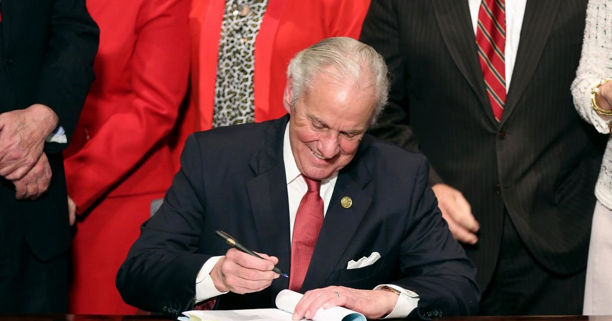 ssssa.jpg?resize=1200,630 - South Carolina Governor Signs Bill Banning Abortion When Fetal Heartbeat Detected