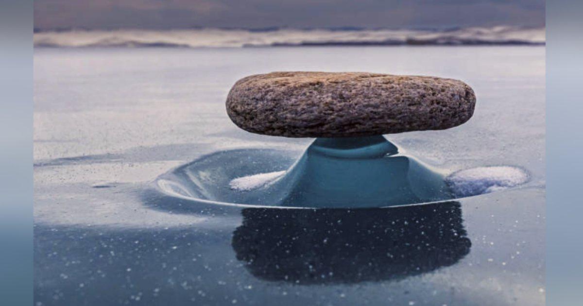 titulo 30 2.png?resize=1200,630 - Un Fenómeno Muy Raro Hace Que Rocas Parezcan Flotar En El Agua