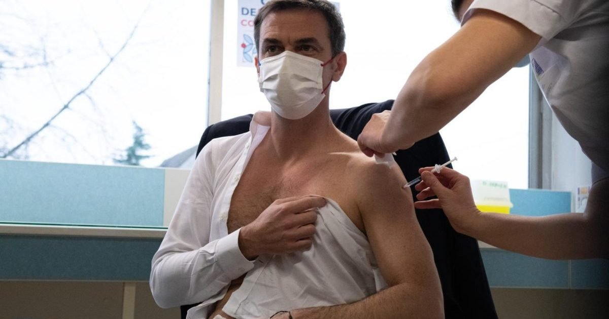 veran vaccine 1200x766 e1612797331773.jpeg?resize=1200,630 - Olivier Véran a reçu une première dose du vaccin AstraZeneca contre le Covid-19