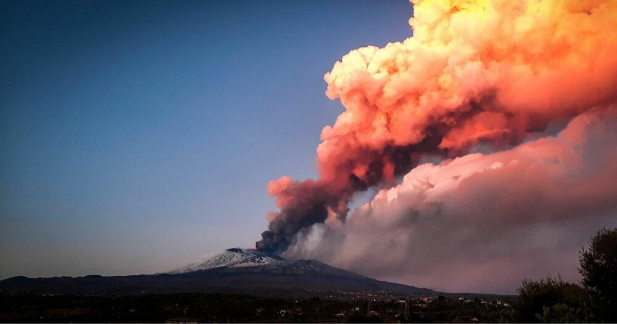 vonjour38.jpg?resize=1200,630 - Italie : découvrez les images de l'impressionnante éruption de l'Etna