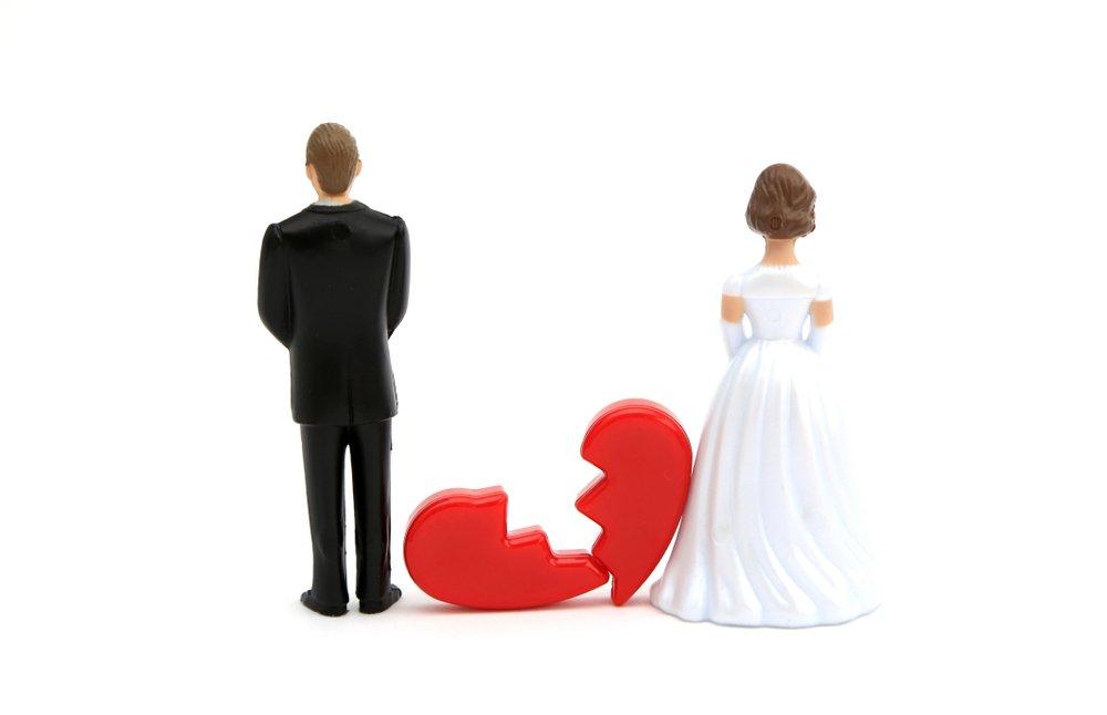 """로톡뉴스 - """"이혼했다""""며 여자친구 속인 남성 징역 6월⋯하지만"""