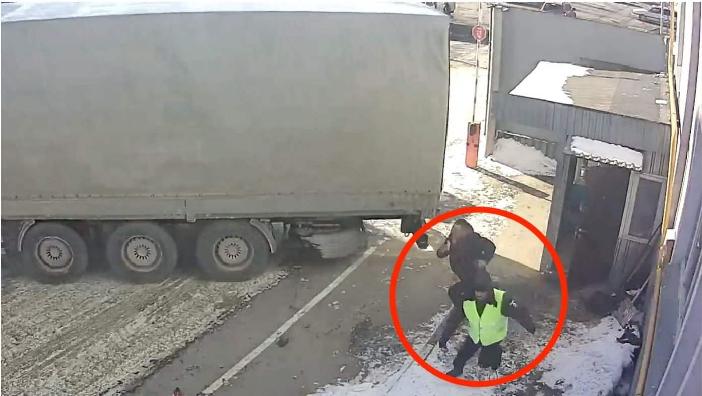 truck 1.png?resize=412,275 - Brake Fails On Truck Sends Vehicle Into Gatehouse With Worker Still Inside