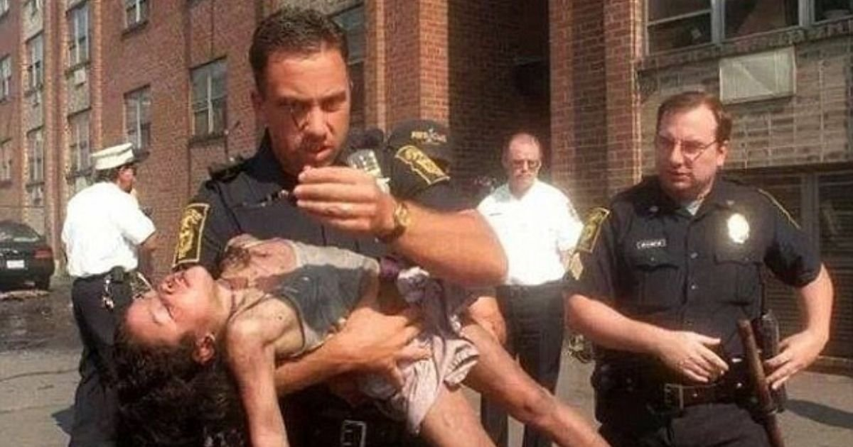 1 14.jpg?resize=1200,630 - Girl Finally Found The Man Who saved Her From A Burning Building 20 Years Ago