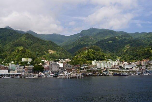 북한 영해서 태극기 달고 조업한 어선…중국 배였다 | 한경닷컴