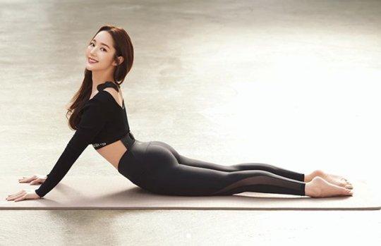 """포토] """"유연한 편""""…박민영, 레깅스 여신 등극 - 아시아경제"""