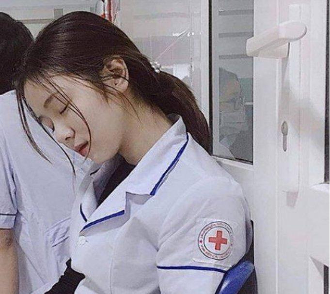 잠깐 졸았을 뿐인데…SNS 스타된 간호사 - 세계일보