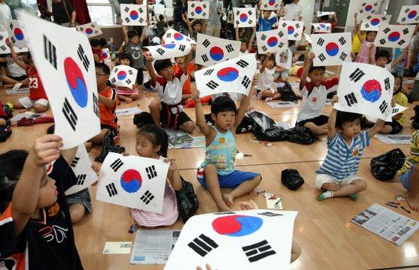 아이들이 그린 태극기 : 사회일반 : 사회 : 뉴스 : 한겨레