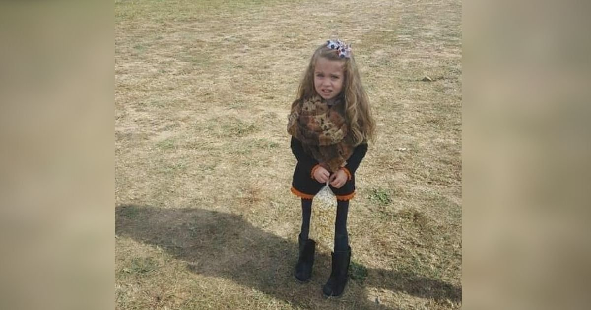 popcorm4.jpg?resize=412,232 - Picture Of A Little Girl Leaves Internet Users Dumbfounded: Can You Solve This Optical Illusion?