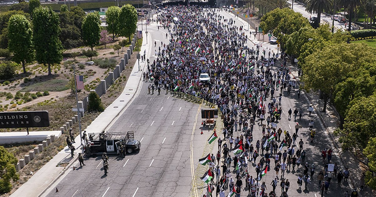 t4 14.jpg?resize=1200,630 - Los Angeles Suffers Major Traffic Blockade As Thousands Of Protesters Take To Streets In Support Of Palestine