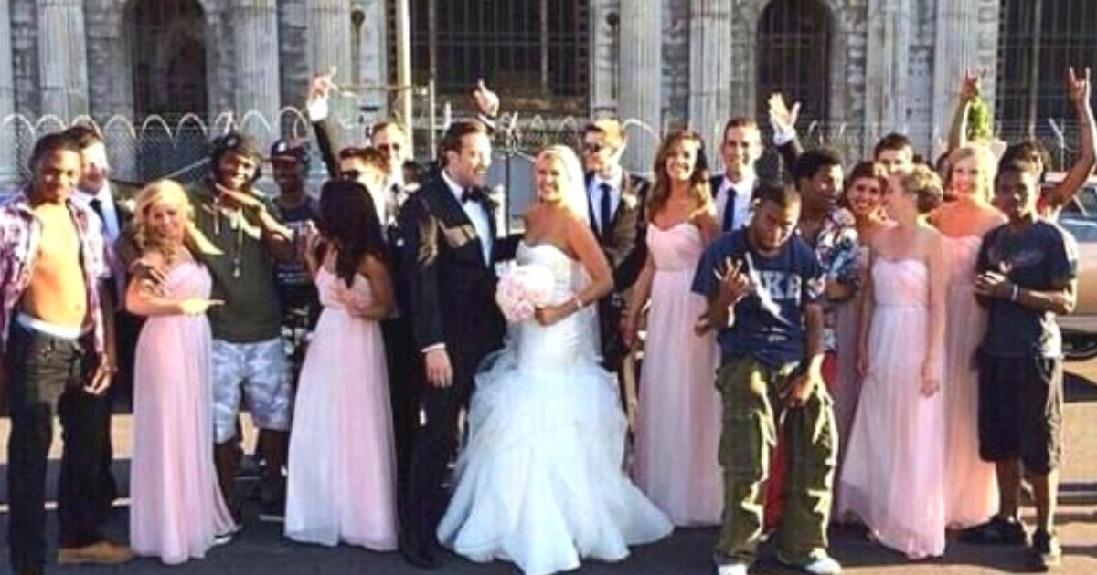 untitled design 36.jpg?resize=412,232 - Can You Find Out What's Wrong With This Wedding Photo That Went Viral After People Spotted A Funny Mistake