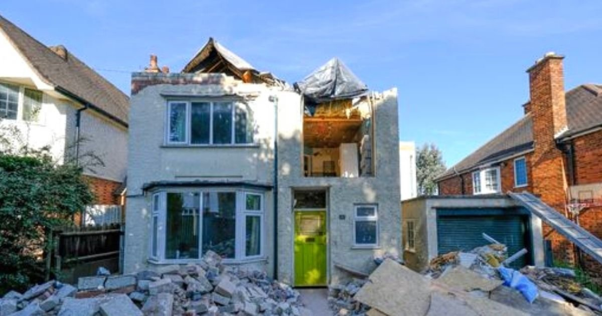 home5.jpg?resize=1200,630 - Furious Builder Destroys $760K Home And Leaves Garden Covered In Rubble After A Payment Dispute