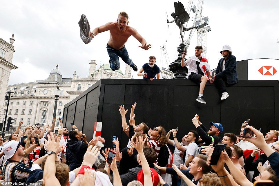 Euro 2020: England fans go wild hours to go beore biggest game in 55 years  – Colombia News