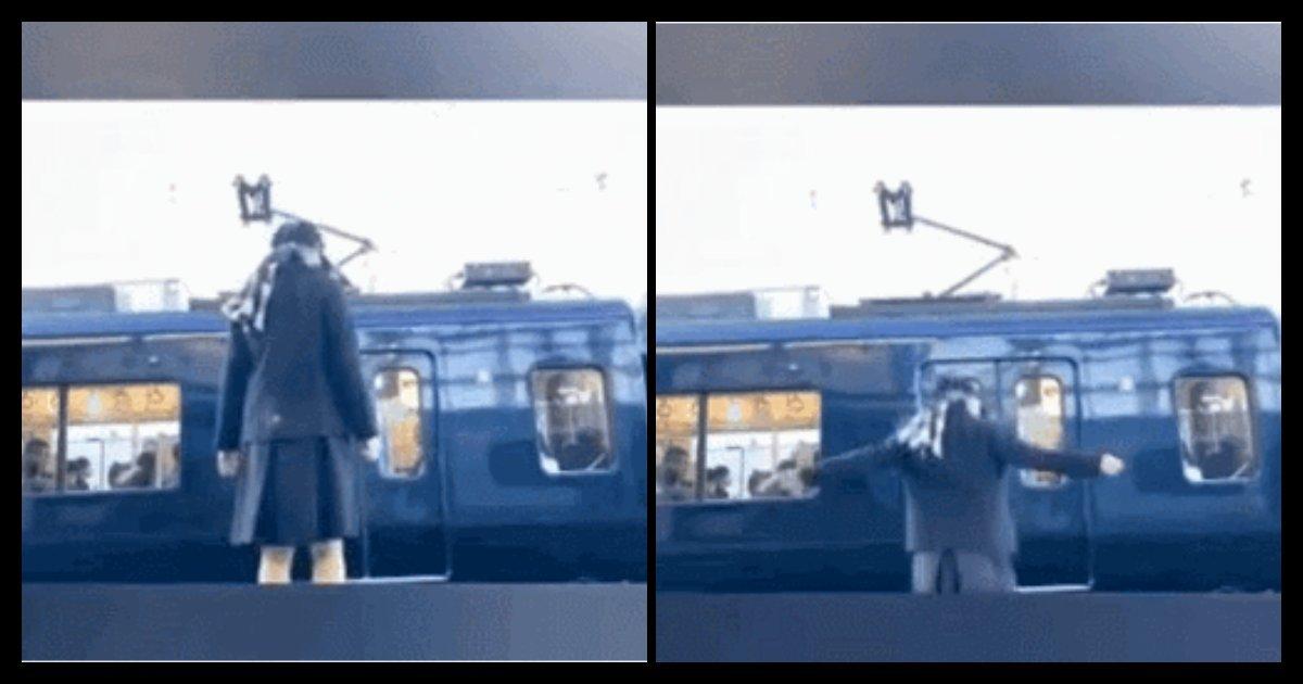 혐오주의)오늘 아침 일본 여고생이 전철에 뛰어들어 '스스로' 목숨을 끊는 영상 - Newsnack