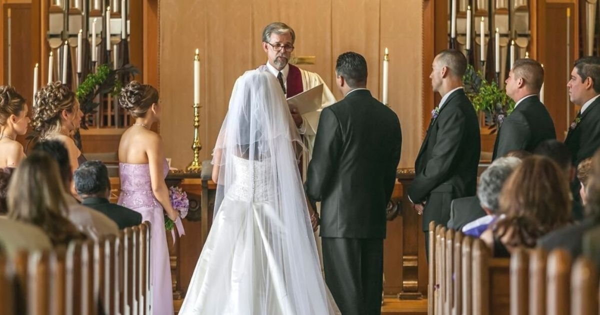 untitled design 14 1.jpg?resize=1200,630 - Man Bans His Sister From Appearing In His Wedding Photos After She Failed To Follow One Rule