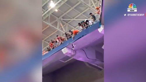Watch-Miami-Fans-Using-American-Flag-To-Catch-Falling-Cat-at-Hard-Rock-Stadium-0-20-screenshot