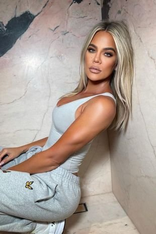 Khloe Kardashian shows off new icy blonde hair