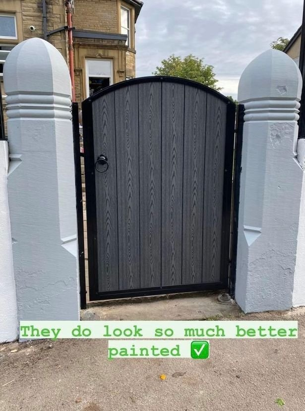Sue flaunted her new gate on Instagram