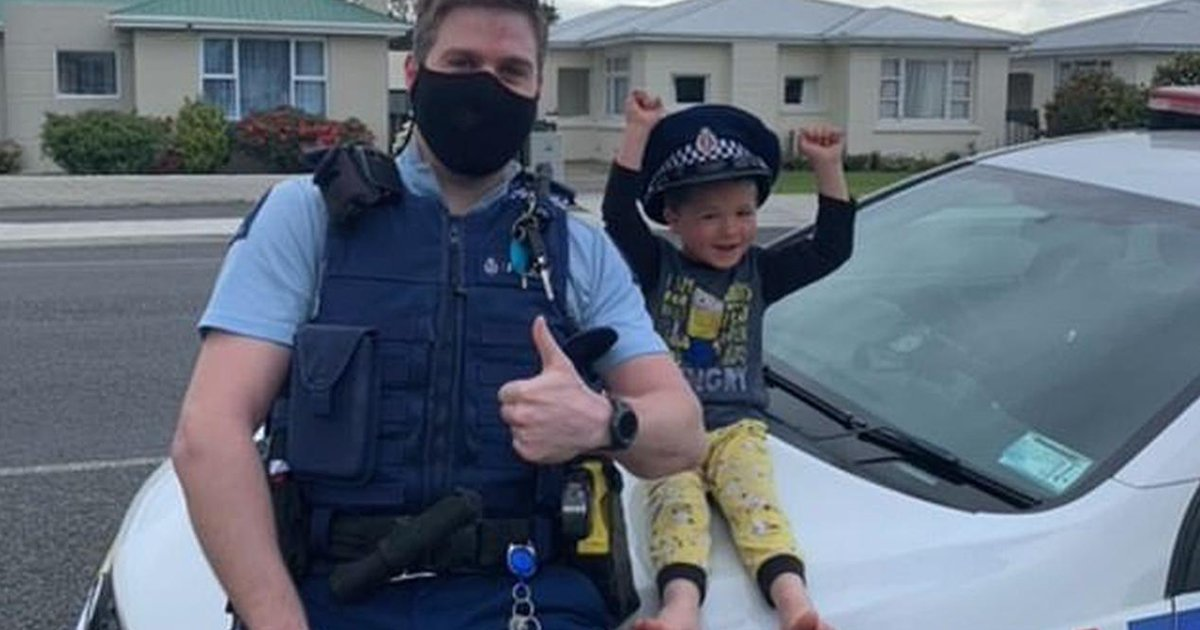 58.jpg?resize=412,232 - Too Adorable To Ignore! A 4-Year-Old Made A Constable Visit Him To Play With His Toys